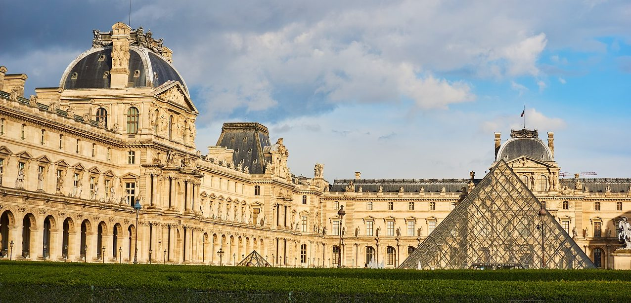 The Louvre And Surrounding Attractions