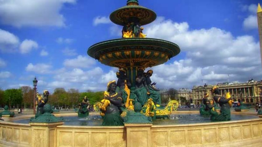 Central Paris: A Mix of Attractions & Shopping
