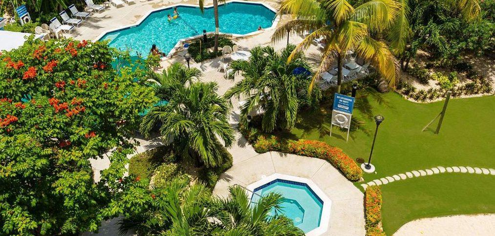 Comfort Suites Seven Mile Beach, Seven Mile Beach